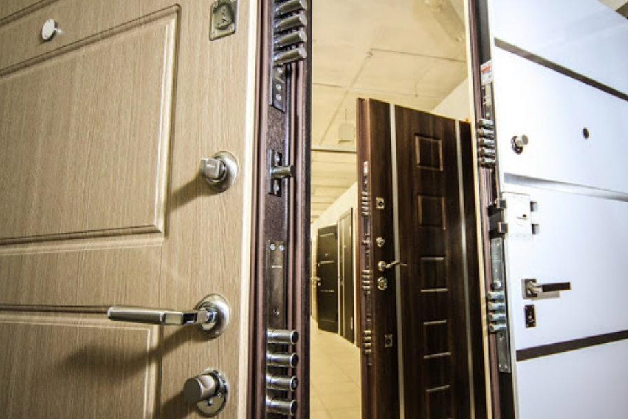 Как выбрать хорошую усиленную дверь