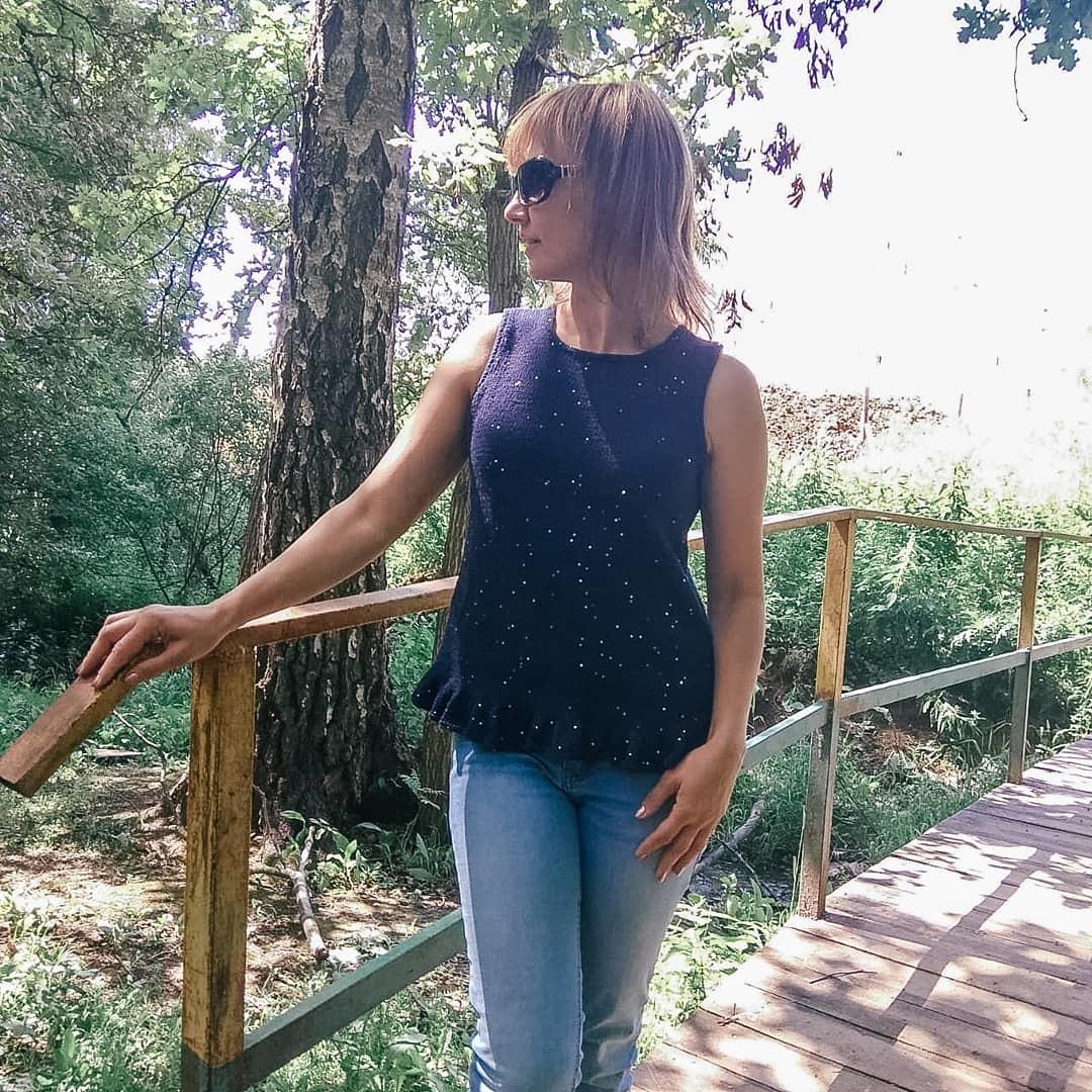 Описание летнего вязаного топа Глория - подробное попетельное описание