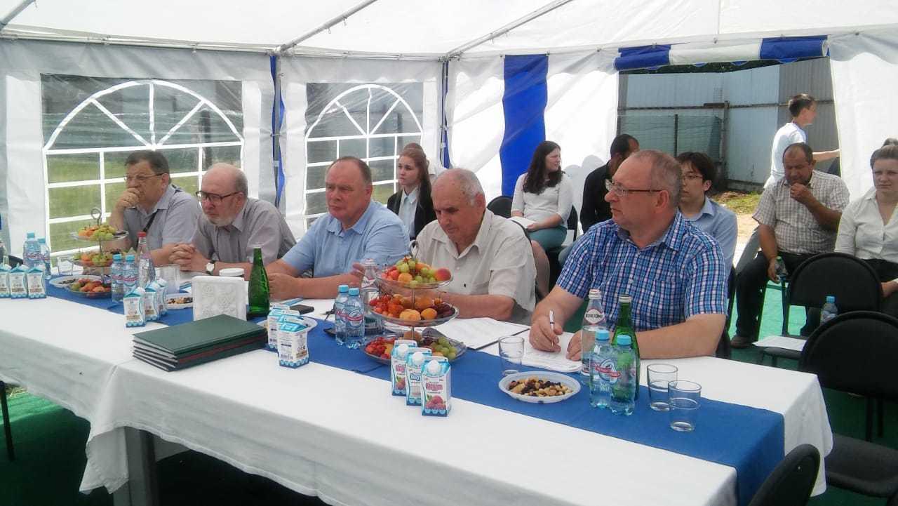 Защита дипломов Тимирязевской академии на молокозаводе