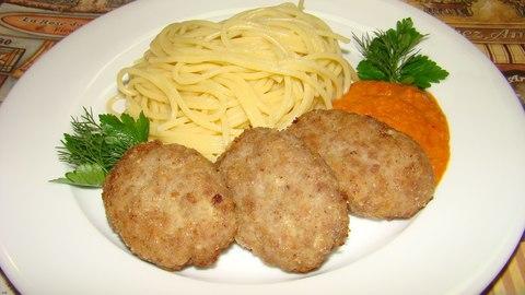 Лапша домашнего приготовления с котлетами без мяса