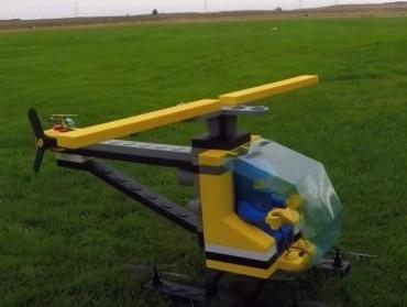 LEGO-вертолет приводят в действие малозаметные винты