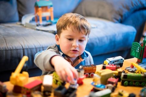 Как прервать игру ребёнка без истерик?