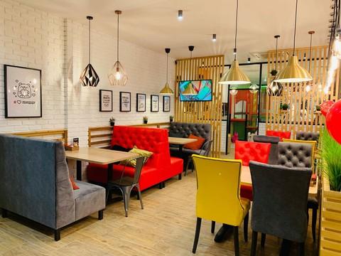 Мягкие стулья и мягкая мебель для ресторана