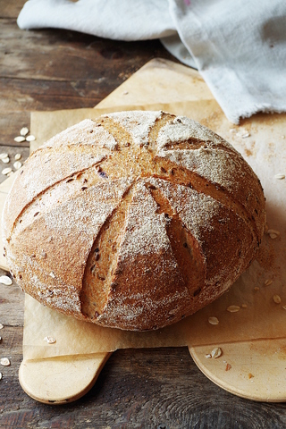 Овсяный хлеб с льняными семечками и виноградным суслом