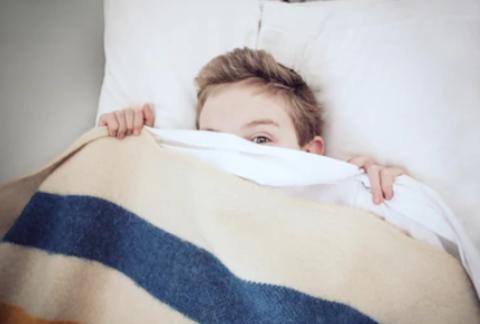 Малыш проявляет интерес к половым органам: когда родителям бить тревогу?