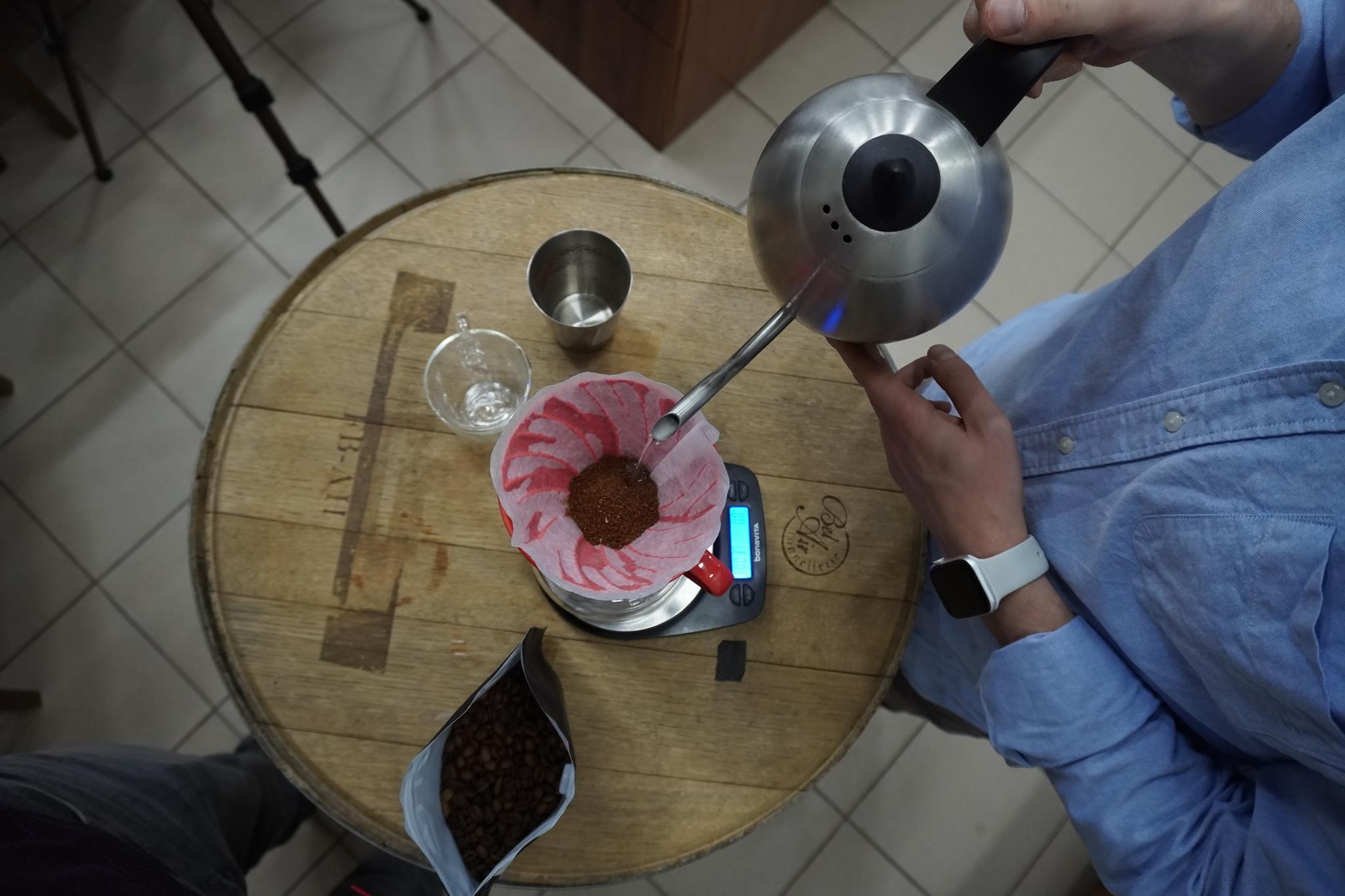 Рецепт заваривания кофе от Арсения Кузнецова в воронке V60