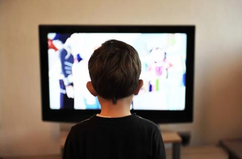 Как оторвать ребёнка от экрана без истерик и скандалов?