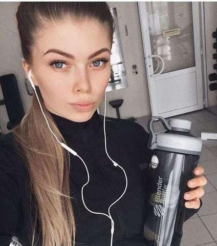 Оксана Завальская и BlenderBottle Radian