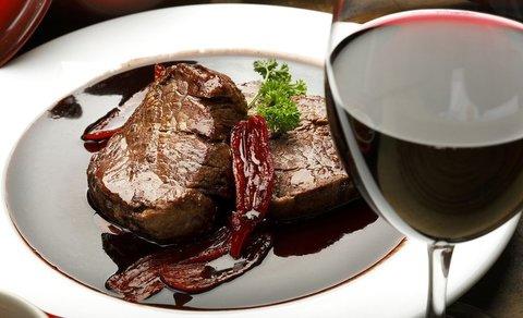Рецепт вырезки из лопатки в маринаде с красным вином
