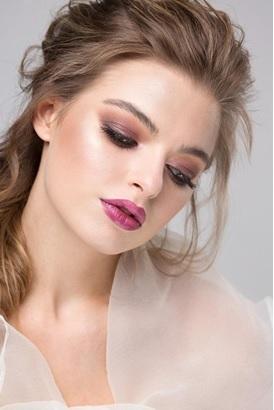 Вечерний макияж с нежными оттенками предающие романтичный характер