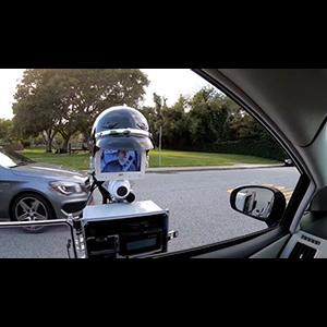 Робот-полицейский проверяет документы
