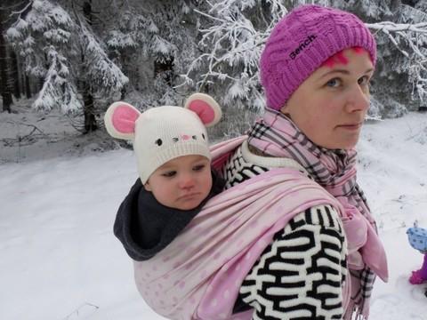 Изображение к статье <<Как носить ребенка в слинге зимой?>>