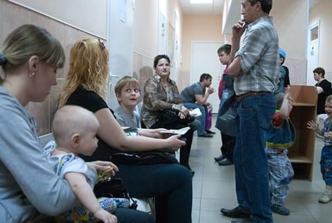 Каких врачей нужно посетить с малышом, когда ему исполнится 1 месяц?