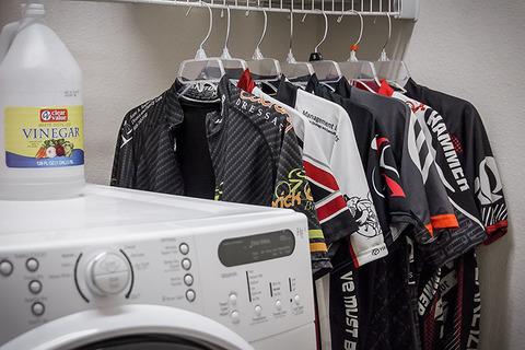 Как стирать велосипедную одежду