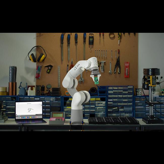Роборука Ева от Automata