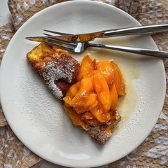 Сладкий омлет с шоколадом и абрикосами
