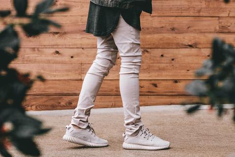 Модель Adidas Yeezy Boost Oxford Tan – новое слово в мире стильной и комфортной спортивной обуви