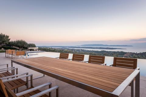 Мебель для террас и веранд из различных пород дерева