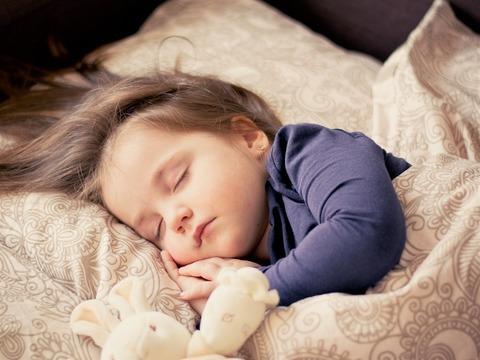 Как лечить простуду у маленького ребёнка, чтобы сберечь иммунитет?