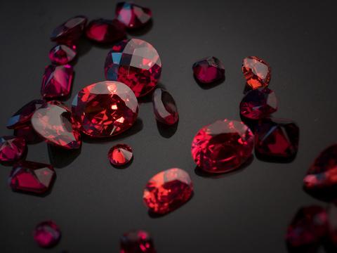 Царственно-огненный камень - Рубин