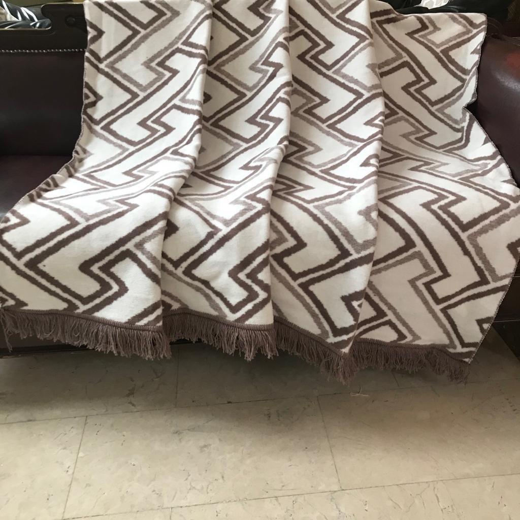 Как выбрать покрывало для дивана