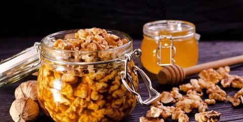 Почему белок в орехах самый полезный? и чем полезен мед!
