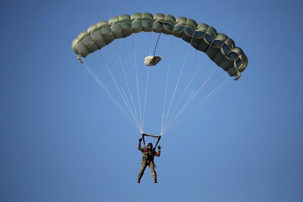 Универсальные парашюты для десантников