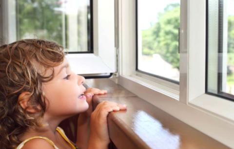 Узники балкона: как гулять с ребенком, не выходя из дома?
