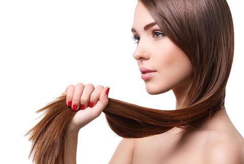 Секутся кончики волос? Есть 9 способов решить проблему, не выходя из дома.