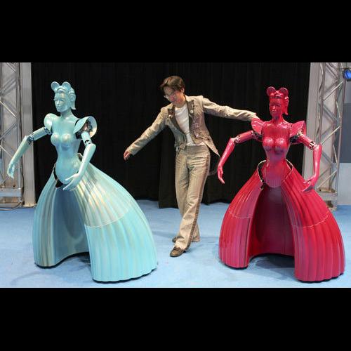 Роботы освоили бальные танцы