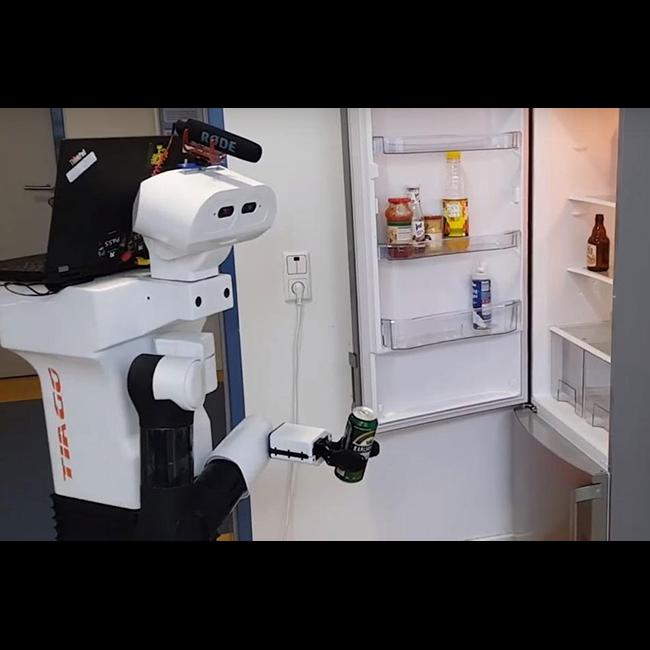 Гуманоид проложил дорожку к холодильнику