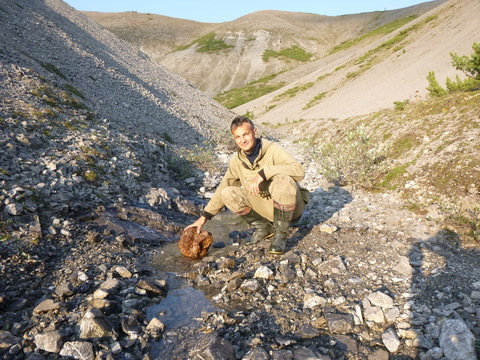 Видео о поиске метеоритов
