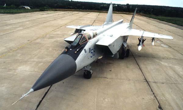 Красноярским пилотам передали звено модернизированных перехватчиков МиГ-31БМ