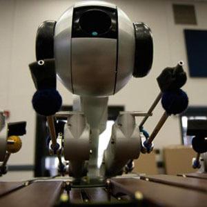 Робот пишет и исполняет музыкальные произведения
