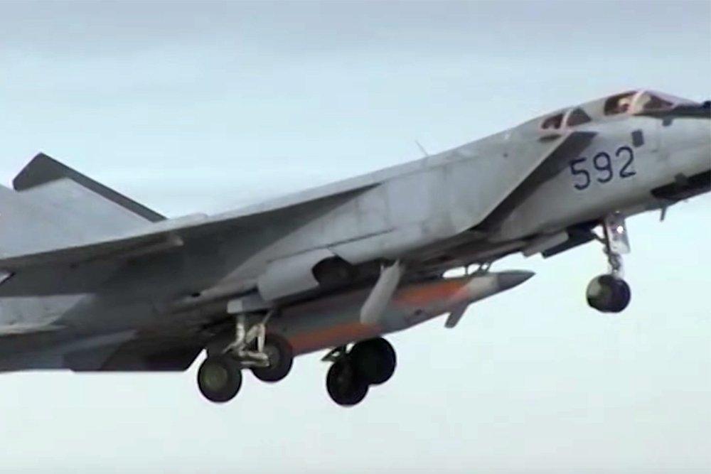Легендарный МиГ-31 вооружен