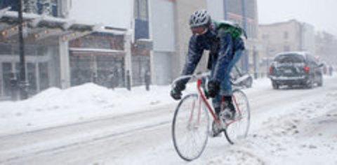 Техника катания: Как ездить по снегу на велосипеде