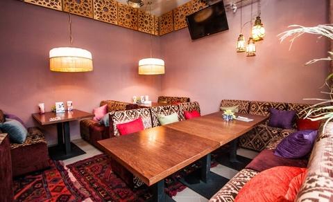Сочетание мягкой и деревянной мебели для ресторанов