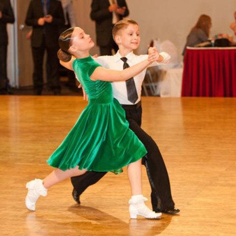 Детские спортивные бальные танцы: внешний вид ребёнка на выступлении