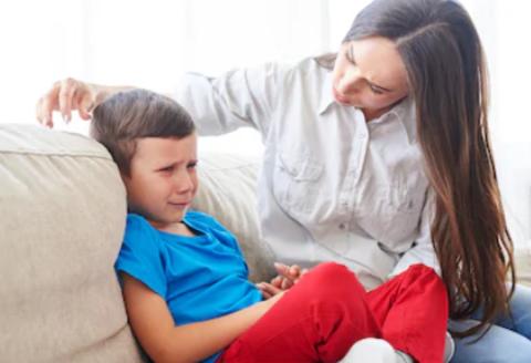 Ребенок в 2-3 года не хочет играть с другими детьми. Что делать?