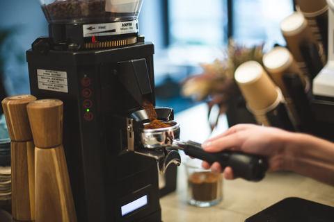 Кофемолка для кофейни: какая лучше — ножевая, жерновая или автоматическая