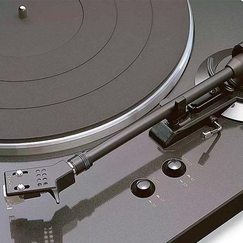 Вертушка Denon DP-300F в аудиосистеме Брака Обымы