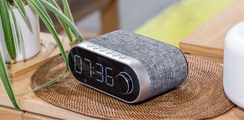 Оригинальная беспроводная стерео колонка Remax RB-M26 с LED часами, радио, будильником и отличным звучанием! 👌