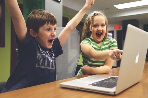 Как знакомить ребёнка с интернетом и как избежать интернет-зависимости?