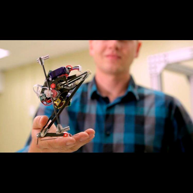 Salto – крошечный робот-паркурщик