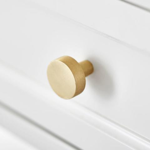 Мебельные ручки-кнопки: разновидности и особенности