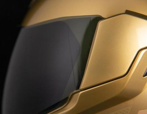 Обзор мотошлемов ICON: новинки 2021 года.