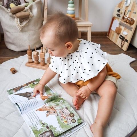 Нагрудник для малыша: лишние траты или необходимость?