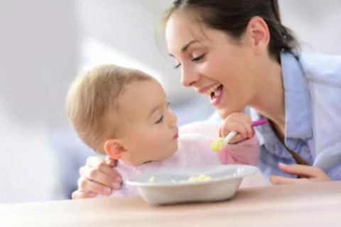 Как научить ребёнка есть самостоятельно?