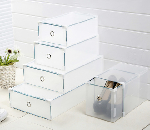 Вариант использования пластиковых прозрачных коробок для хранения обуви