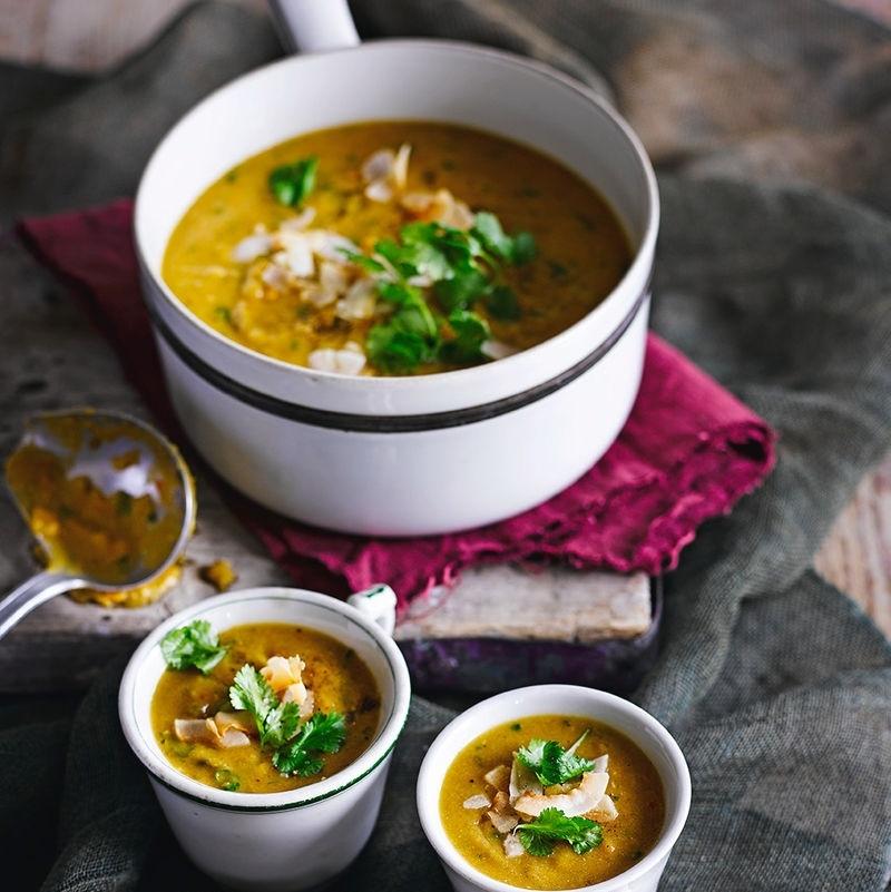 Суп с красной чечевицей, сладким картофелем и кокосовым молоком